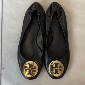 Tory Burch Reva Flats black with gold logo sz 7.5